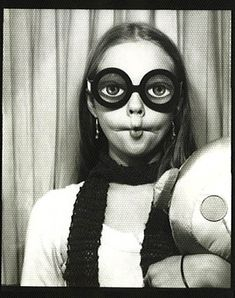 Big eyes, black and white photography Vintage Photographs, Vintage Images, Old Pictures, Old Photos, Black N White Images, Black And White, Selfies, Fotografia Social, Vintage Photo Booths