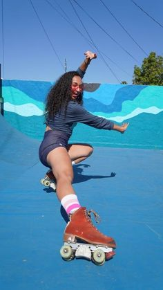 Roller Skating Pictures, Rowing Crew, Skate Girl, Pose Reference Photo, Thunder Thighs, Skates, Workout Aesthetic, Roller Derby, Workout Clothing