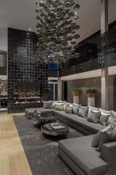 innenarchitektur Luxus Residenz-Rotterdam Robert-Kolenik Glänzend-grau Sofa Pendelleuchte