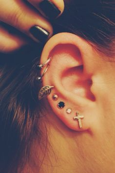 I want an onyx stud Human Ear, Cool Ear Piercings, Body Piercing, Diamond Earrings, Stud Earrings, Different Hairstyles, Face Shapes, Fashion 2018, Tattoo Designs