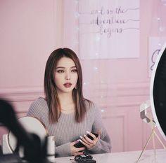 Mystical moon for day 2 🌙✨ Park Hye Min, Pony Korean, Pony Makeup, Adriana Lima Lingerie, Barbie Images, Beauty Night, Uzzlang Girl, Cute Korean Girl, Popular Girl