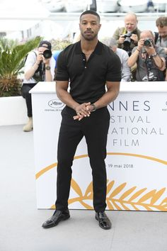 These best casual shirts for men will help you upgrade your wardrobe without breaking the bank. Every man should want to look better. These tips will help. Michael B Jordan, Men In Black, All Black Style, Black Outfit Men, Black On Black Outfits, Man Outfit, Black Jeans, Best Casual Shirts, Outfits Hombre