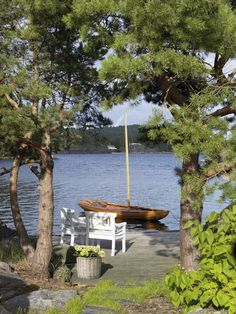Cottage at the lake Lake Cottage, Cottage Living, Country Living, Lakeside Living, Lake Cabins, Made In Heaven, Blog Deco, Am Meer, Lake Life