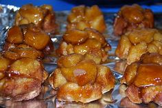 mini monkey bread: makes 12 with 1 can of Grands biscuits, bake 14 minutes. Breakfast Casserole With Biscuits, Breakfast Dishes, Breakfast Recipes, Dessert Recipes, Breakfast Ideas, Breakfast Catering, Fun Recipes, Brunch Ideas, Muffin Recipes