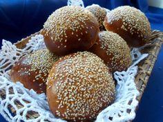 Bułki hamburgerowe http://monikoza.blogspot.com/2014/02/buki-hamburgerowe-z-sezamem.html
