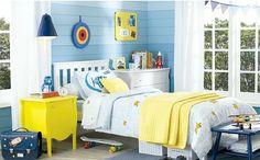 Lindo quarto de menino azul e amarelo