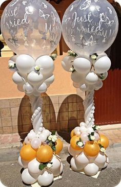 These balloon pillars are shouting out the happy news for the newly weds.