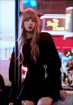Lisa of blackpink Kpop Girl Groups, Korean Girl Groups, Kpop Girls, Jennie Blackpink, Blackpink Lisa, My Girl, Cool Girl, Lisa Blackpink Wallpaper, Ft Tumblr