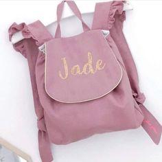 """Jane Emilie Richard on Instagram: """"🌸 GASPARD 🌸 • • On adore la petite touche perso de @joliejolie972 avec ces superbes volants sur les anses 🥰 • • Réalisé à partir du patron…"""" Gaspard, Je T'adore, Baby Ideas, Leather Backpack, Fashion Backpack, Jade, Backpacks, Couture, Instagram"""