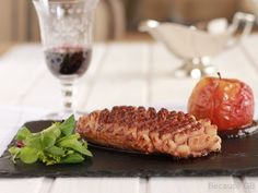 Duck breast with a delicious plum sauce and roasted apple. (in Spanish) Duck Recipes, Turkey Recipes, Veg Protein, Plum Sauce, Poultry, Carne, Roast, Spanish Chicken, Meals