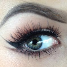 Double wing tip for a big smokey eye! :: Wing tipped eyeliner:: Pin Up Makeup:: Vintage Makeup
