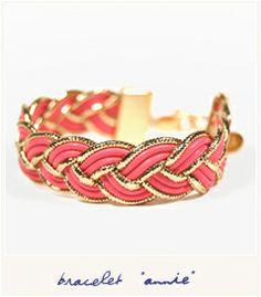 bracelet pop et shiny créé par les deux jolies designers de Cailles de Luxe. Des cordons de cuir roses et or, tressés et tenus par un fermoir doré à l'or fin 24 carats.