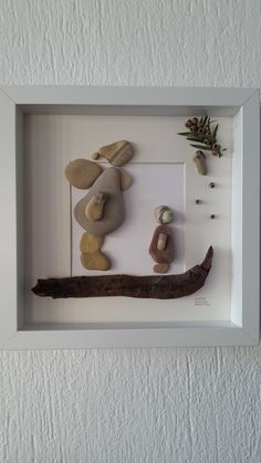 Christmas Pebble Art, Christmas Art, Stone Crafts, Rock Crafts, Sea Glass Art, Sea Glass Mosaic, Little Presents, Pebble Pictures, Sea Crafts