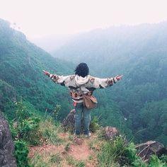 buat ngobatin #RinduBandung kamu nih ada foto dari  @sanrokstudio taken somewhere at Dago Pakar -------- Dago Pakar Bandungmemiliki keunikan tersendiri dibandingkan dengan tempat wisata di Bandung lainnyaseperti kawasan hutan raya yang masih asri rimbun dengan pepohonan yang sudah tua dan tinggisehingga memberikan suasana yang sangat sejuk dan sangat nyaman apabila kita melintasi kawasan hutan lindung ini.Berbagai tanaman hayati dengan segala isinya mampu memberikan sensasi rasa tenang dan…