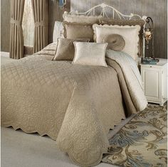 The reversible Evermore Almond Grande Bedspread gives you two looks in one. Oversized, cotton bedspread features hand-guided contrast stitching and. Duvet Bedding, Luxury Bedding Master Bedroom, Bedding Sets Master Bedroom, Simple Bed, Farmhouse Bedding Sets, Hotel Bedding Sets, Bed, Luxury Bedding, Country Bedding Sets