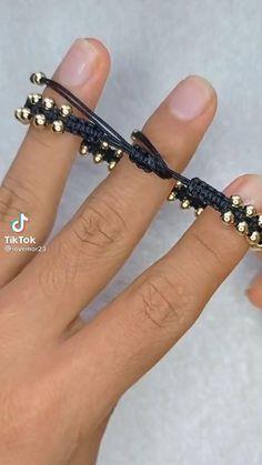 Diy Bracelets Patterns, Diy Friendship Bracelets Patterns, Diy Bracelets Easy, Handmade Bracelets, Beaded Bracelet Patterns, Handmade Wire Jewelry, Diy Crafts Jewelry, Bracelet Crafts, Beaded Jewelry