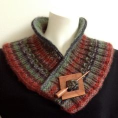 Ravelry: Rachel's Slow Curve Collar pattern by Donna Pelzar - Tuch Stricken Knitting Patterns Boys, Shawl Patterns, Knitting Ideas, Crochet Patterns, Crochet Collar Pattern, Wrap Pattern, Beginner Knit Scarf, Ravelry, Yarn Shop