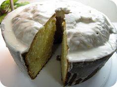 Dozen Flours: Better Than Starbucks Lemon Pound Cake This recipe is the best lemon cake i have ever made! Just Desserts, Delicious Desserts, Dessert Recipes, Lemon Desserts, Yummy Food, Starbucks Lemon Pound Cake, Yummy Treats, Sweet Treats, Pound Cake Recipes