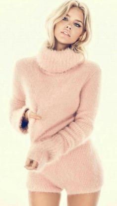 Powder pink angora sweater and culottes Fluffy Sweater, Angora Sweater, Comfy Sweater, Pink Sweater, Knitwear Fashion, Fur Fashion, Woman Fashion, Fashion Photo, Girls Sweaters