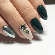 Nail art Christmas - the festive spirit on the nails. Over 70 creative ideas and tutorials - My Nails Cute Nails, Pretty Nails, Hair And Nails, My Nails, Nagellack Trends, Trendy Nail Art, Nagel Gel, Beautiful Nail Designs, Green Nails