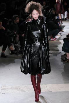 Alexander McQueen Fall 2015 Ready-to-Wear Fashion Show - Lauren de Graaf