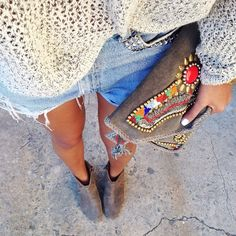 Feels like summer in LA with bare legs and this awesome @antikbatikcollection clutch