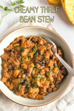 17 High-Protein Meatless Meals You Can Make in 1 Pan Creamy three bean stew – healthy comfort food! This stew is totally vegetarian, but is still really high in protein, and the sauce is really rich and creamy. So yum! Vegetarian Stew, Vegetarian Dinners, Vegetarian Recipes Easy, Veggie Recipes, Cooking Recipes, Healthy Recipes, Vegetarian Italian, Jello Recipes, Cooking Ideas