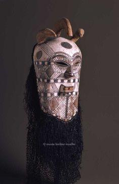 Masques africains - Les Musées Barbier-Mueller  Masque facial, Songye, République démocratique du Congo
