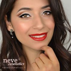 """""""Mi piace"""": 846, commenti: 11 - Neve Cosmetics (@nevecosmetics) su Instagram: """"🇬🇧 *PROMO ENDS TONIGHT*  What about a festive cut crease makeup? 😘 If you don't know what we're…"""""""