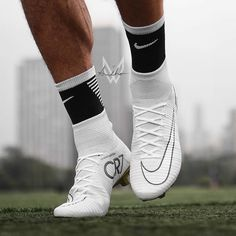 White Superfly 5 von @ Bild des Tages Bild des Tages - Funny Tutorial and Ideas Girls Soccer Cleats, Nike Soccer Shoes, Nike Cleats, Soccer Outfits, Soccer Gear, Soccer Boots, Cool Football Boots, Football Shoes, Football Cleats