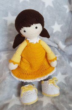 Diese Puppe ist etwas ganz besonderes, sie ist weich und anschmiegsam und hat trotzdem voll bewegliche Arme und Beine. Sie kann sitzen und stehen. Die Puppe würde von mir selbst gehhäkelt und nach bestem Wissen und Gewissen angefertigt. | eBay!