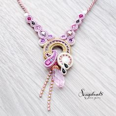 Soutache necklace in orchid purple and golden beige. por Sengabeads