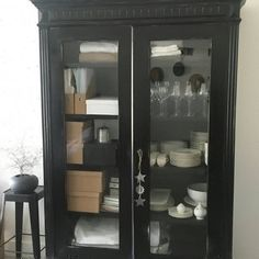relooking armoire, création de vitres pour les portes China Cabinet, Condo, Storage, Furniture, Home Decor, Armoire Makeover, Window Glass, Puertas, Purse Storage