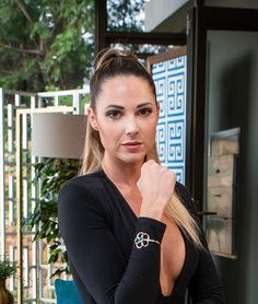 Season 2 of The Bachelor SA, Jess was presented the Flower Bracelet on their one-on-one date. Fine Jewelry, Jewellery, Miss World, Flower Bracelet, Bangles, Bracelets, Reality Tv, Season 2, Flowers