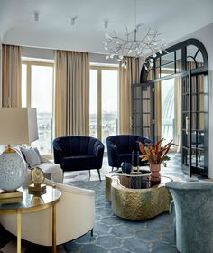 Ekaterina Lashmanova was the interior designer who created this elegant apartment in the city of Moscow, Russia. To us, is what home decor dreams are made of.