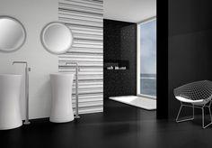 Black and White koupelna doplněná o geometrický a velmi oblíbený dekor. Formát obkladů 30×100 cm. www.mbkeramika.cz