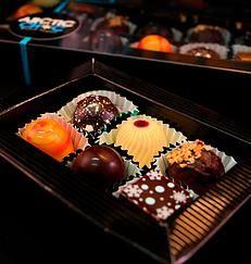 Organic six piece chocolate box by Arctic Choc, Finland - www.arcticchoc.com