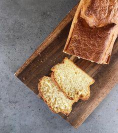 """""""PAN BAJO EN CARBOS Y LIBRE DE GLUTEN"""", con solo 3 ingredientes! 🍞😱👌🏻 Me encanta esta receta porque resulta un pan ultra esponjoso, flexible, liviano, no se desarma como otros panes sin gluten, sabroso, alto en proteínas, con grasas saludables, y con solo 4g de carbohidratos la barra entera de pan!"""