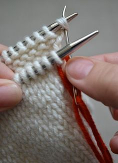 beautifully illustrated Kitchener stitch tutorial! Makes it look easy (it is)!