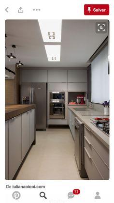 Cozinha com torre de eletros porJuliana Pippi Kitchen Dinning, Home Decor Kitchen, Kitchen Interior, Interior Design Living Room, Grey Kitchens, Luxury Kitchens, Home Kitchens, Cocinas Kitchen, Kitchen Cabinets