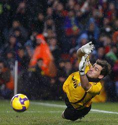 Iker Casillas penalty save vs Samuel Eto'o Camp Nou el clasico Barcelona vs Real Madrid