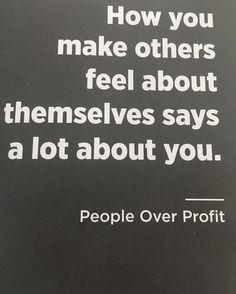 No livro People Over Profit do @dalepartridge ! Um ótimo livro se você quer ter uma visão pra construir um negócio de longo prazo com benefícios pra vc seus funcionários e os seus clientes.