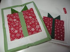Christmas Present quilt block...would be great in a mug rug, table runner or full sized Christmas quilt.