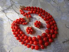 Plastic Jewelry, Strand Necklace, Ornament Wreath, Clip On Earrings, Red Color, Hong Kong, Christmas Wreaths, Vintage Jewelry, Glamour