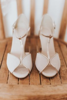 Chaussures blanches #chaussures #shoes #bride #bridetobe #groom #bridal #weddingdress #wedding #mariage #matrimonio #love #amor #engaged #engagement #ring #photooftheday Art Deco Wedding Theme, Fun Wedding Games, Fun Wedding Invitations, Party Wedding, Wedding Reception, Handmade Hair Accessories, Flower Hair Accessories, Bride Accessories, Prom Jewelry