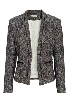 I like the shape of this blazer. Would look great in any color H&m Fashion, Office Fashion, Fashion Online, Fashion Looks, Fashion Outfits, Blazer Jackets For Women, Blazers For Women, Suits For Women, Clothes For Women