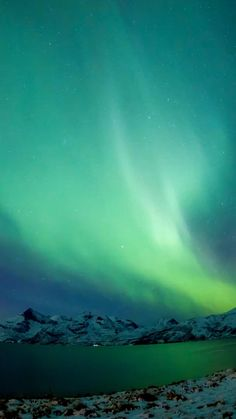 Northern Lights Video, Northern Lights Iceland, See The Northern Lights, Northern Lights Wallpaper, Lit Wallpaper, Beautiful Nature Scenes, Beautiful Landscapes, Aurora Sky, Aurora Alaska