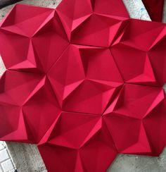 Direto da produção Revestimento Paradiso na cor cereja   #revestimento #cimenticio #concreto #interiordesign #instadecor #interiores #design #decor #maski #luxo #projetoTOP #parede #walldecor #decor #tile #covering #suvinil #surfaces #3dsurface #3d