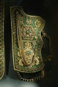 Historical Turkish Sadak (for Bow) Topkapi Palace - Istanbul Sultan Ottoman, Empire Ottoman, Ottoman Turks, Republic Of Turkey, Turkish Army, Traditional Archery, Arm Armor, Ancient Jewelry, Byzantine