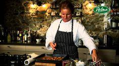 Pozriete si video o tom pripraviť chutný chutné a mäkké medovníkčy. Celým postupom vás prevedie najznámejšia slovenská profesionálna cukrárka Jozefína Zaukol...